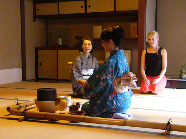 Tea Ceremony (Photo from Kyoto Travel Guide)