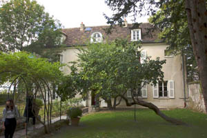 Musée de Montmartre at 12 rue Cortot served as a residence and meeting place for many artists including Auguste Renoir, Suzanne Valadon and Émile Bernard